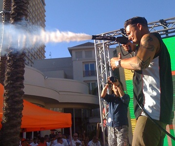 Pauly D using a Handheld CO2 Cryo Smoke Special Effects Gun